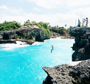 Jumping Cliff Nusa Ceningan