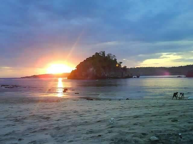 Sunset di Crystal Bay Beach