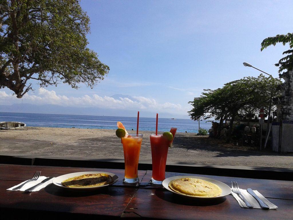 Warung MaeMae Beach & Bar
